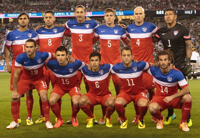 USA-2014-NIKE-away-kit-red-red-red-line-up.jpg