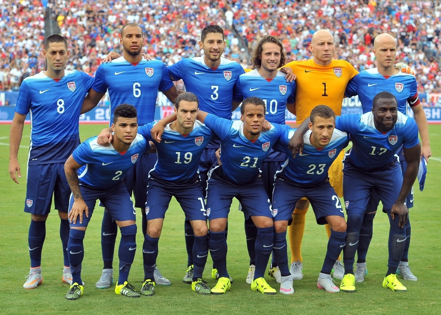 USA-2015-NIKE-away-kit-blue-navy-navy-line-up.jpg