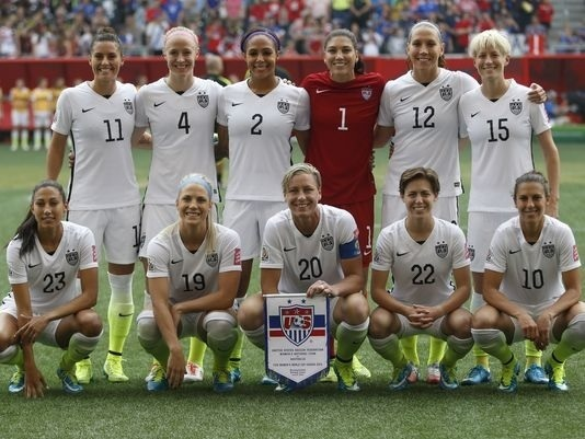 USA-2015-NIKE-women-world-cup-home-kit-white-white-yellow-line-up.jpg