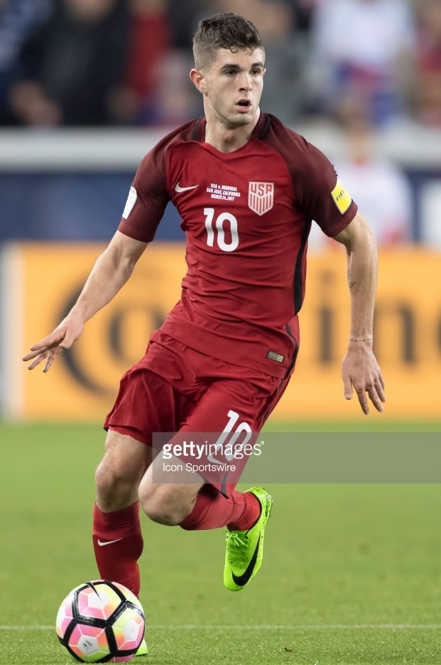 USA-2016-17-NIKE-third-kit-red-red-red-Michael-Bradley.jpg