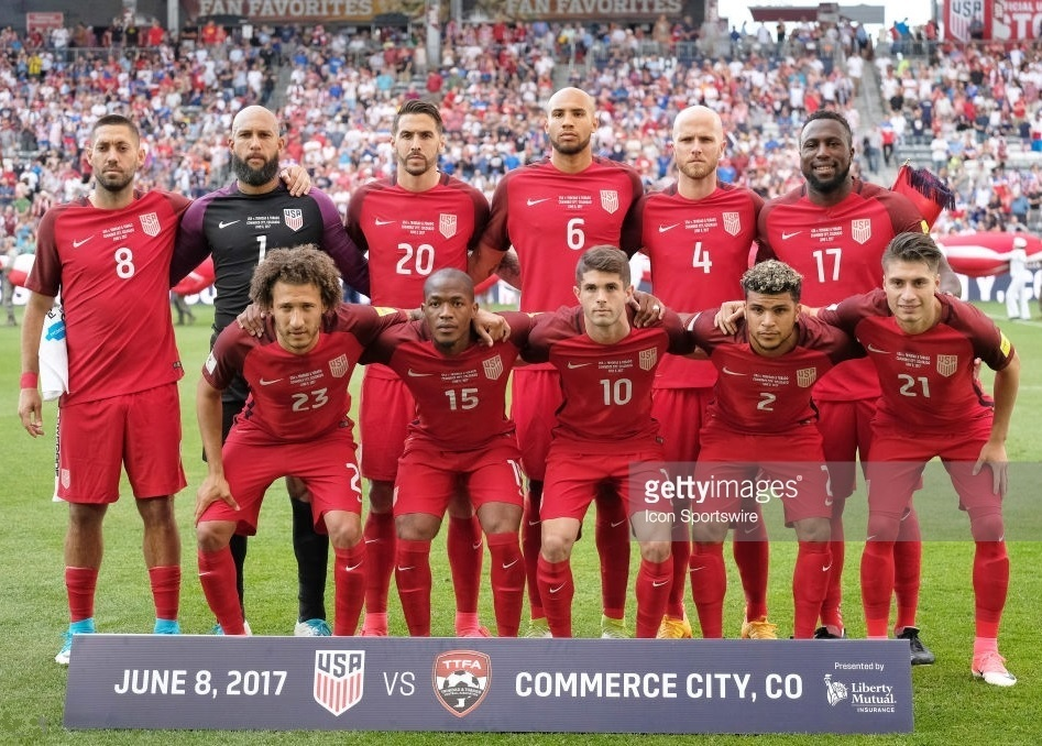 USA-2016-17-NIKE-third-kit-red-red-red-line-up.jpg