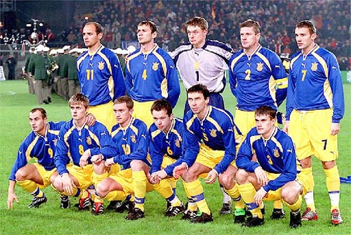 Ukraine-00-01-PUMA-away-kit-blue-yellow-yellow-line-up.JPG