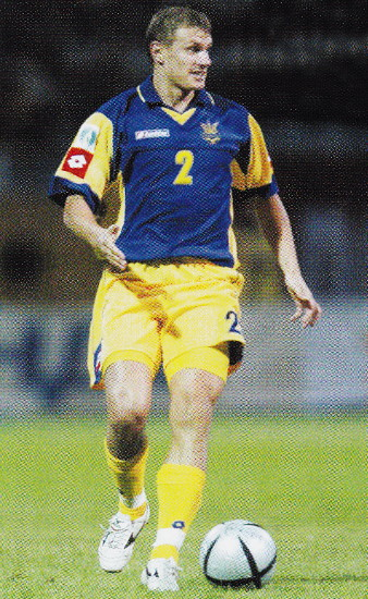 Ukraine-04-05-lotto-away-kit-blue-yellow-yellow.jpg