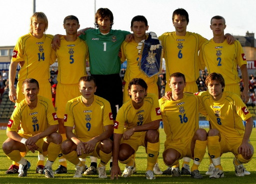 Ukraine-06-lotto-home-kit-yellow-yellow-yellow-line-up.jpg