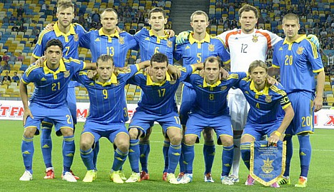 Ukraine-14-15-adidas-away-kit-blue-blue-blue-line-up-2.jpg