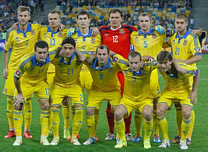 Ukraine-14-15-adidas-home-kit-yellow-yellow-yellow-line-up.jpg
