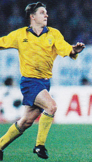 Ukraine-94-95-UMBRO-home-kit-yellow-blue-yellow.jpg