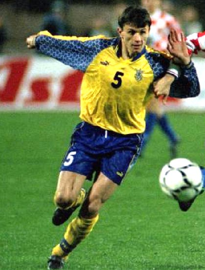 Ukraine-96-97-PUMA-home-kit-yellow-blue-yellow.JPG