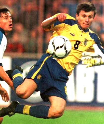 Ukraine-98-99-PUMA-home-kit-yellow-blue-blue.JPG