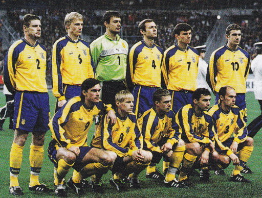 Ukraine-98-99-PUMA-home-kit-yellow-blue-yellow-line-up.jpg
