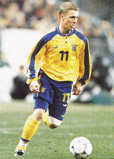 Ukraine-98-99-PUMA-home-kit-yellow-blue-yellow.jpg