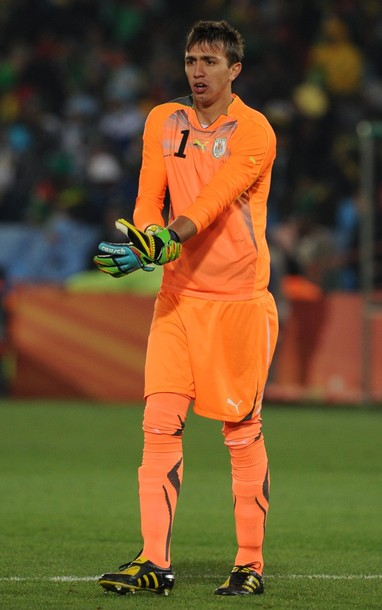 Uruguay-10-11-PUMA-GK-kit-orange-orange-orange.JPG