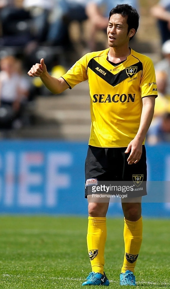 VVV-Venlo-2010-11-MASITA-home-kit-吉田麻也.jpg