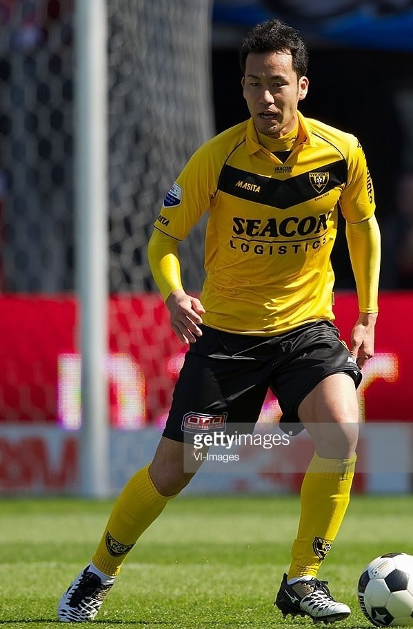 VVV-Venlo-2011-12-Masita-home-kit-吉田麻也.jpg