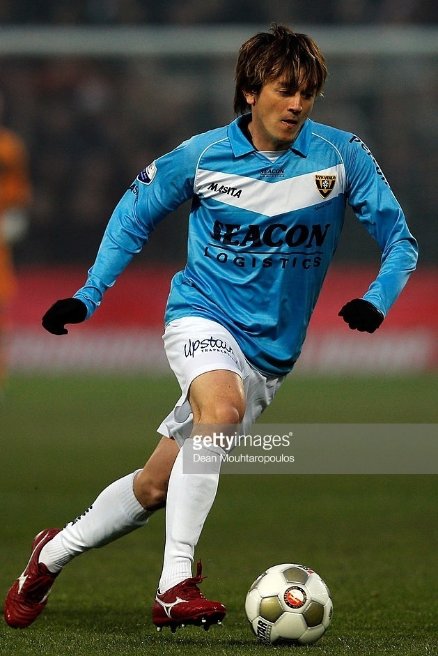 VVV-Venlo-2012-13-MASITA-away-kit-カレン・ロバート.jpg