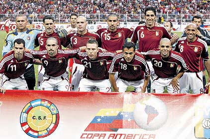 Venezuela-07-adidas-home-kit-burgundy-white-white-line-up.jpg