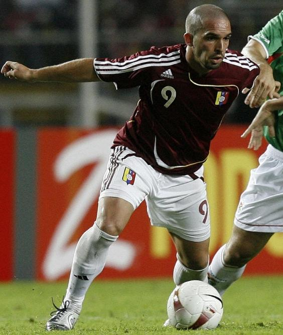 Venezuela-07-adidas-home-kit-burgundy-white-white.JPG