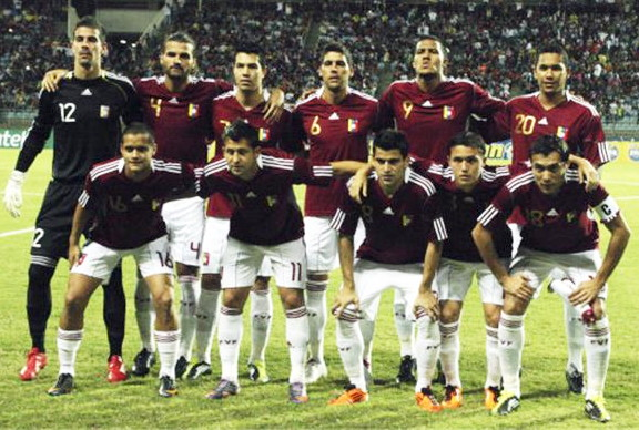Venezuela-10-11-adidas-home-kit-burgundy-white-white-pose.jpg