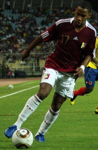 Venezuela-10-11-adidas-home-kit-burgundy-white-white.JPG