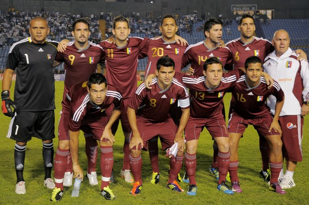 Venezuela-11-12-adidas-home-kit-burgundy-burgundy-burgundy-line-up.JPG