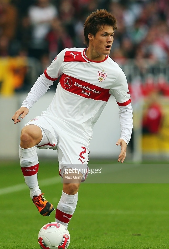 VfB-Stuttgart-2012-13-PUMA-home-kit-酒井高徳.jpg