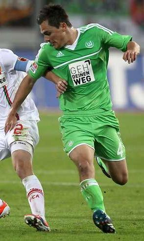 VfL-Wolfburg-12-13-adidas-first-kit-green-green-green.jpg