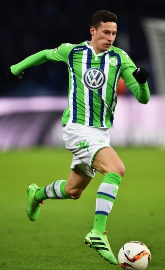 VfL-Wolfburg-15-16-Kappa-away-kit-Julian-Draxler.jpg