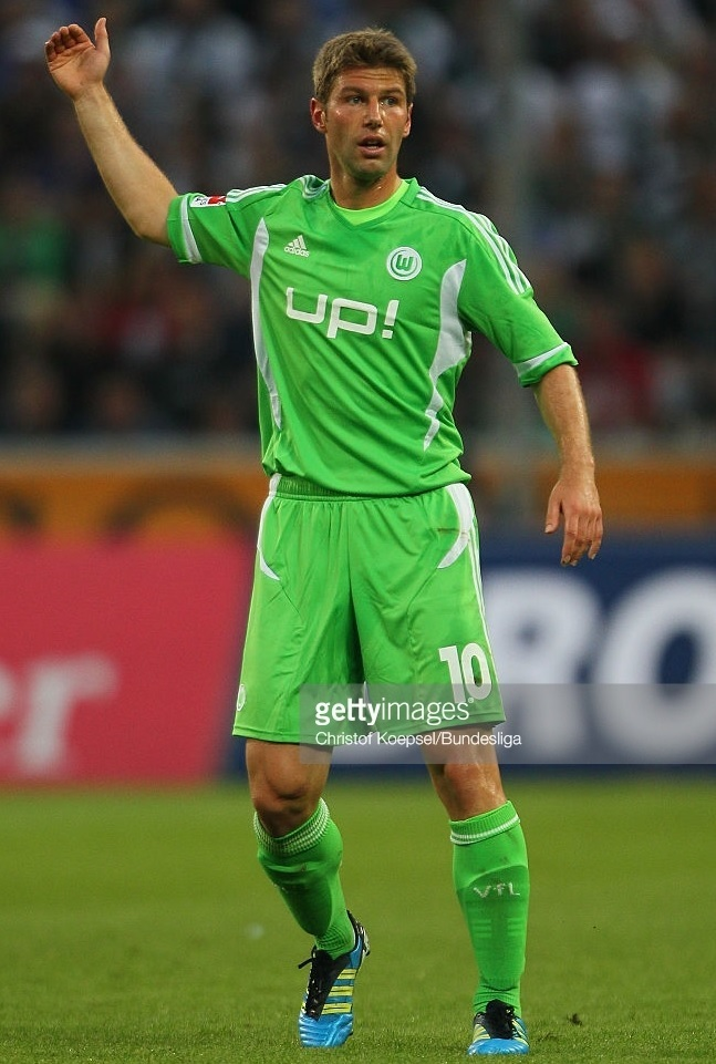 VfL-Wolfburg-2011-12-adidas-home-kit-up!-Thomas-Hitzlsperger.jpg