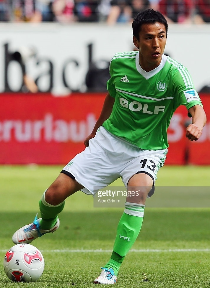 VfL-Wolfburg-2012-13-adidas-home-kit-長谷部誠.jpg