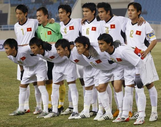 Vietnam-09-NIKE-uniform-white-white-white-group.JPG