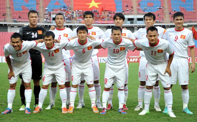 Vietnam-12-13-NIKE-away-kit-white-white-white-line-up.JPG