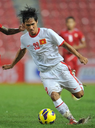 Vietnam-12-13-NIKE-away-kit-white-white-white.jpg