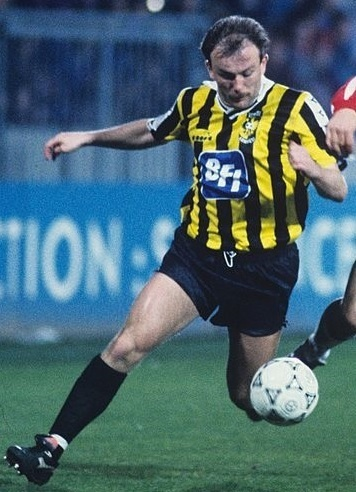 Vitesse-1991-92-Diadora-home-kit.jpg