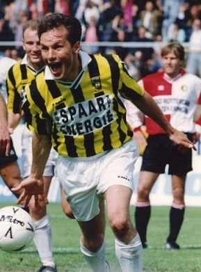 Vitesse-1992-93-Diadora-home-kit.jpg