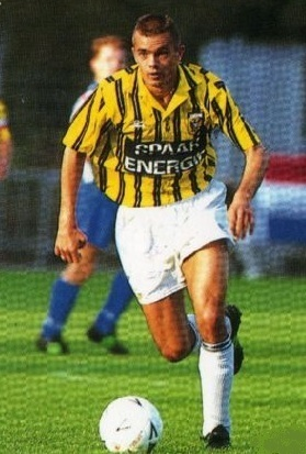 Vitesse-1993-94-UMBRO-home-kit.jpg