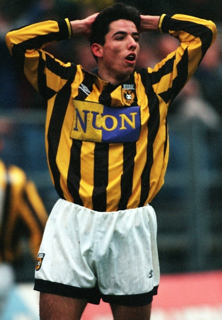 Vitesse-1994-95-UMBRO-home-kit.jpg