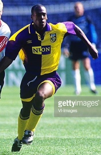 Vitesse-1995-96-UMBRO-away-kit.jpg