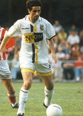 Vitesse-1997-98-lotto-away-kit.jpg