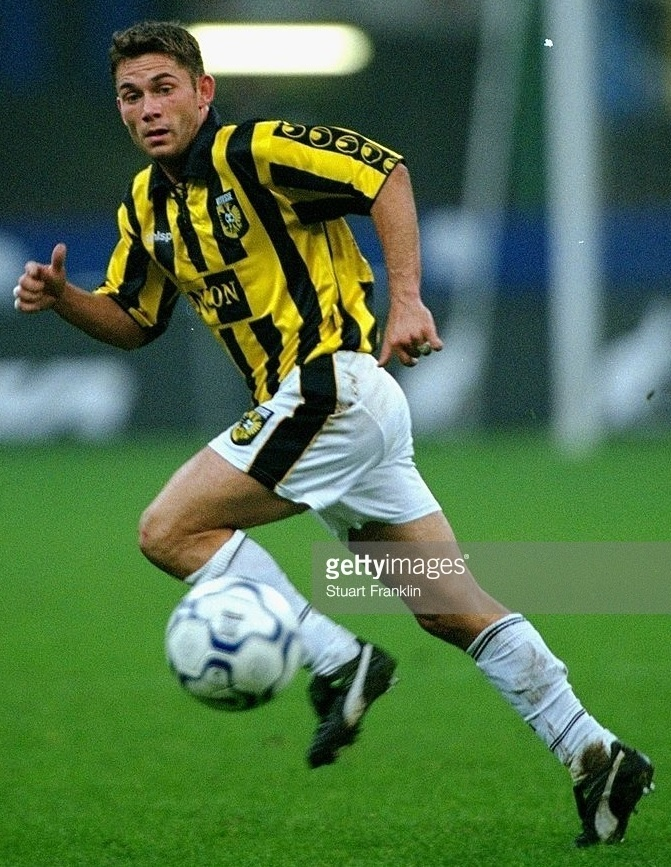 Vitesse-2000-01-uhlsport-home-kit.jpg