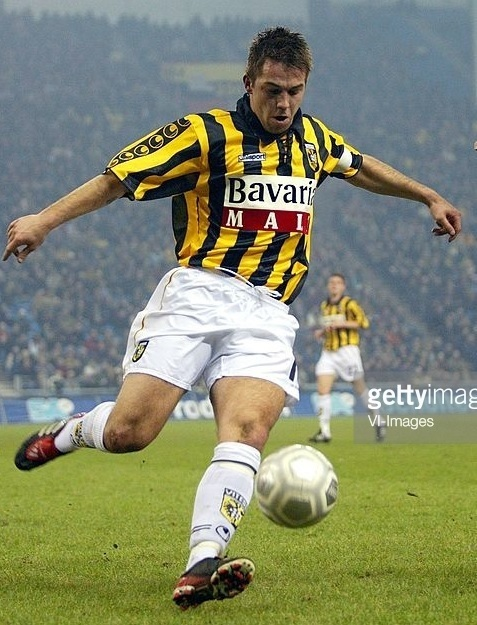 Vitesse-2002-03-uhlsport-home-kit.jpg