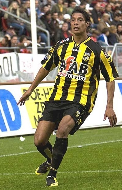 Vitesse-2007-08-LEGEA-home-kit.jpg