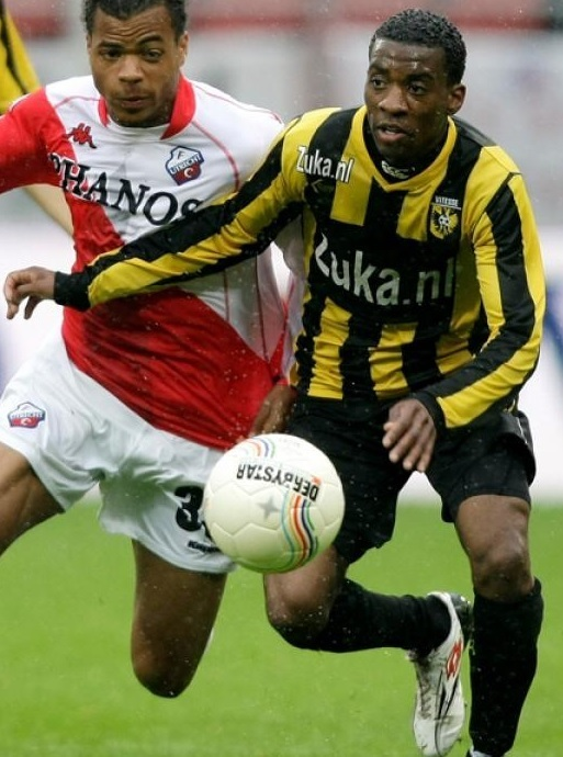 Vitesse-2009-10-KLUPP-first-kit.jpg
