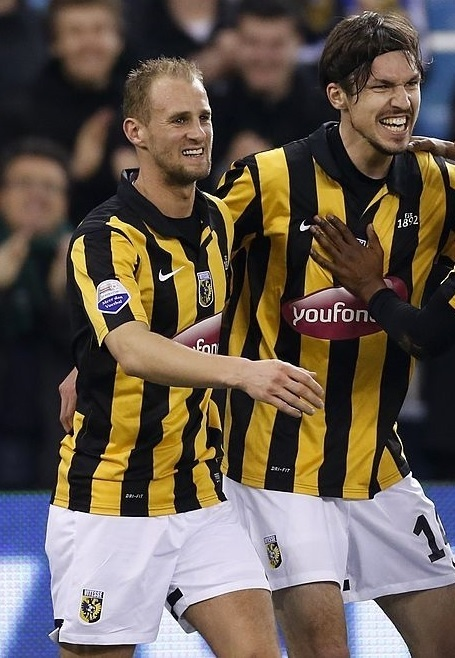 Vitesse-2013-14-NIKE-home-kit-Mike Havenaar.jpg