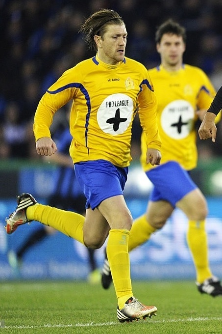 Waasland-Beveren-2013-14-JAKO-home-kit.jpg