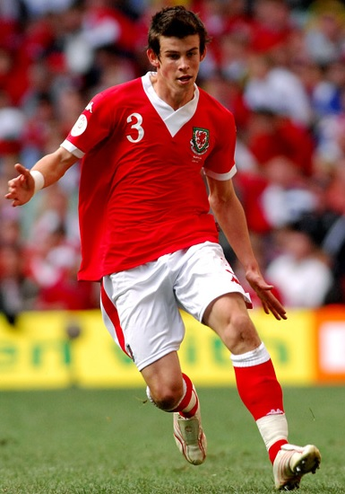 Wales-06-07-Kappa-home-kit-red-white-red.jpg