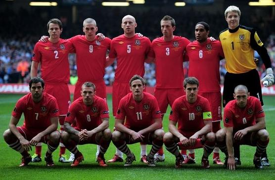 Wales-10-11-UMBRO-home-kit-red-red-stripe-line-up.JPG