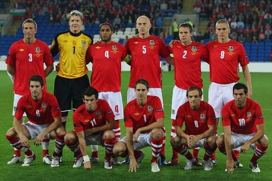 Wales-10-11-UMBRO-home-kit-red-white-stripe-line up.JPG