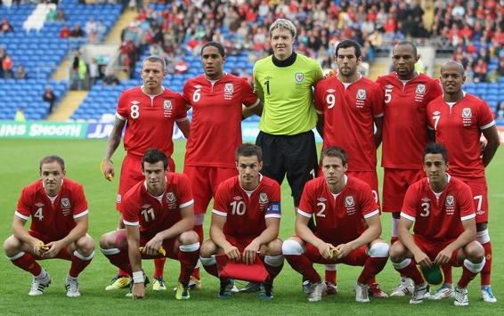 Wales-11-12-UMBRO-home-kit-red-red-red-line up.JPG