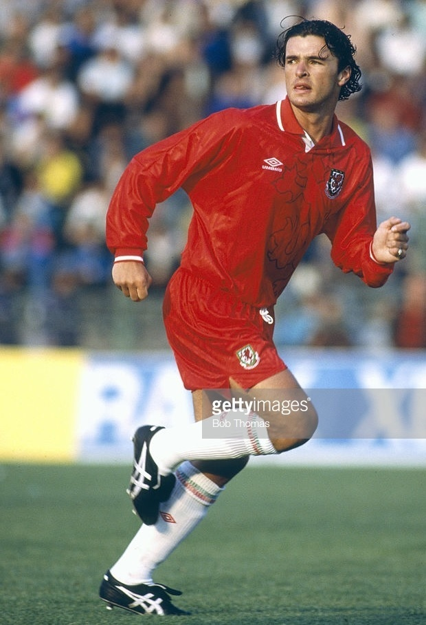 Wales-1992-UMBRO-home-kit-red-red-white.jpg