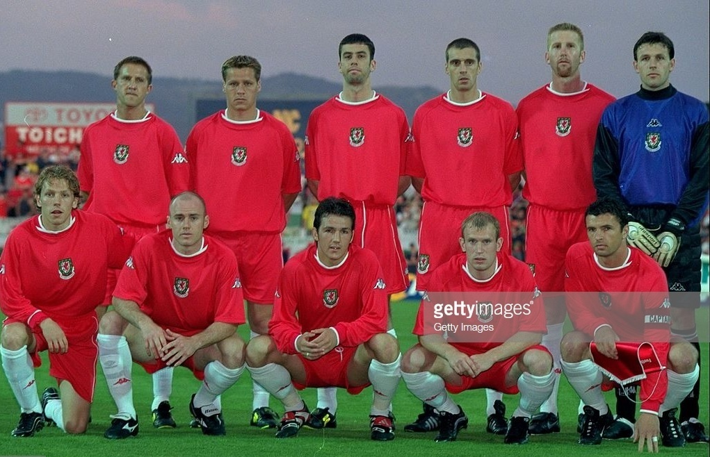 Wales-2000-Kappa-home-kit-red-red-white-line-up.jpg